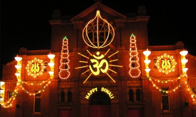 Image Source: en.wikipedia.org/wiki/Diwali