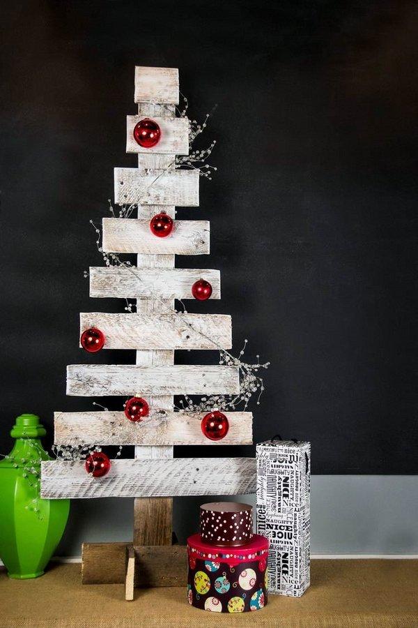 Diy Christmas Tree Ideas Christmas Decoration Natural Materials Red