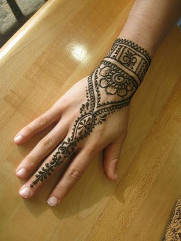 uber-cool-mehndi-designs-for-navratri-04-1