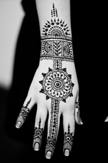 uber-cool-mehndi-designs-for-navratri-05-1