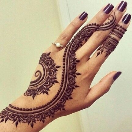 uber-cool-mehndi-designs-for-navratri-08