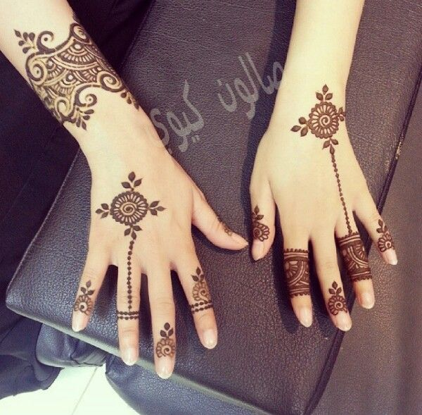 uber-cool-mehndi-designs-for-navratri-12