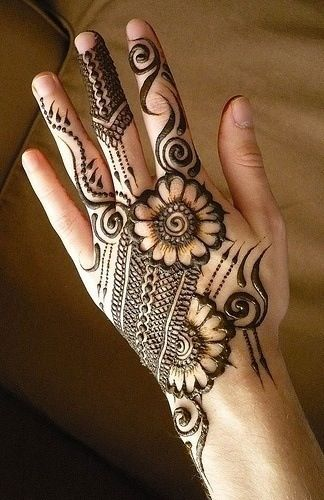 uber-cool-mehndi-designs-for-navratri-13