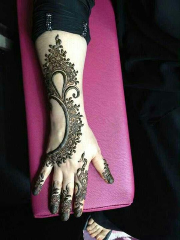 uber-cool-mehndi-designs-for-navratri-14