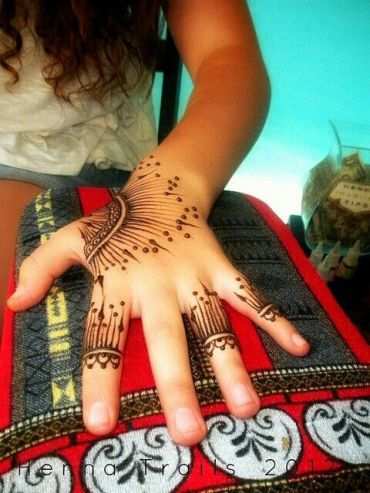 uber-cool-mehndi-designs-for-navratri-16