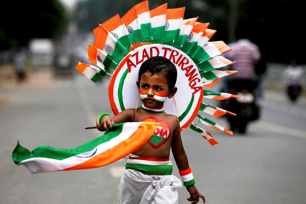 Indian-Kid-Selling-Flags-On-Independence-Day-Of-India