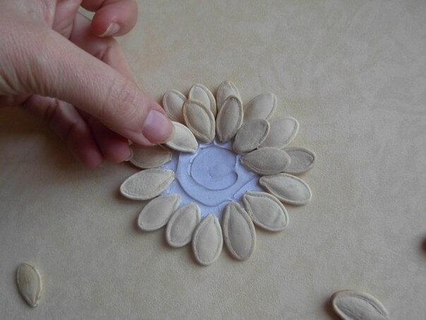 DIY-Pumpkin-Seed-Flower-Christmas-Ornament-k4craft-4