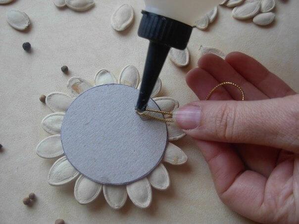 DIY-Pumpkin-Seed-Flower-Christmas-Ornament-k4craft-6