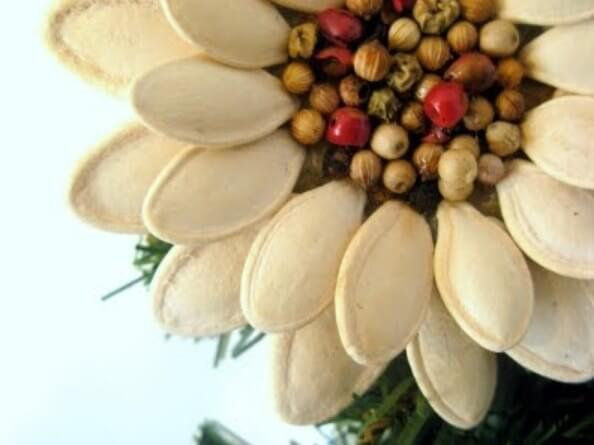 DIY-Pumpkin-Seed-Flower-Christmas-Ornament-k4craft-7