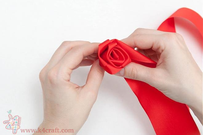 How-to-make-a-ribbon-rosette-k4craft-13