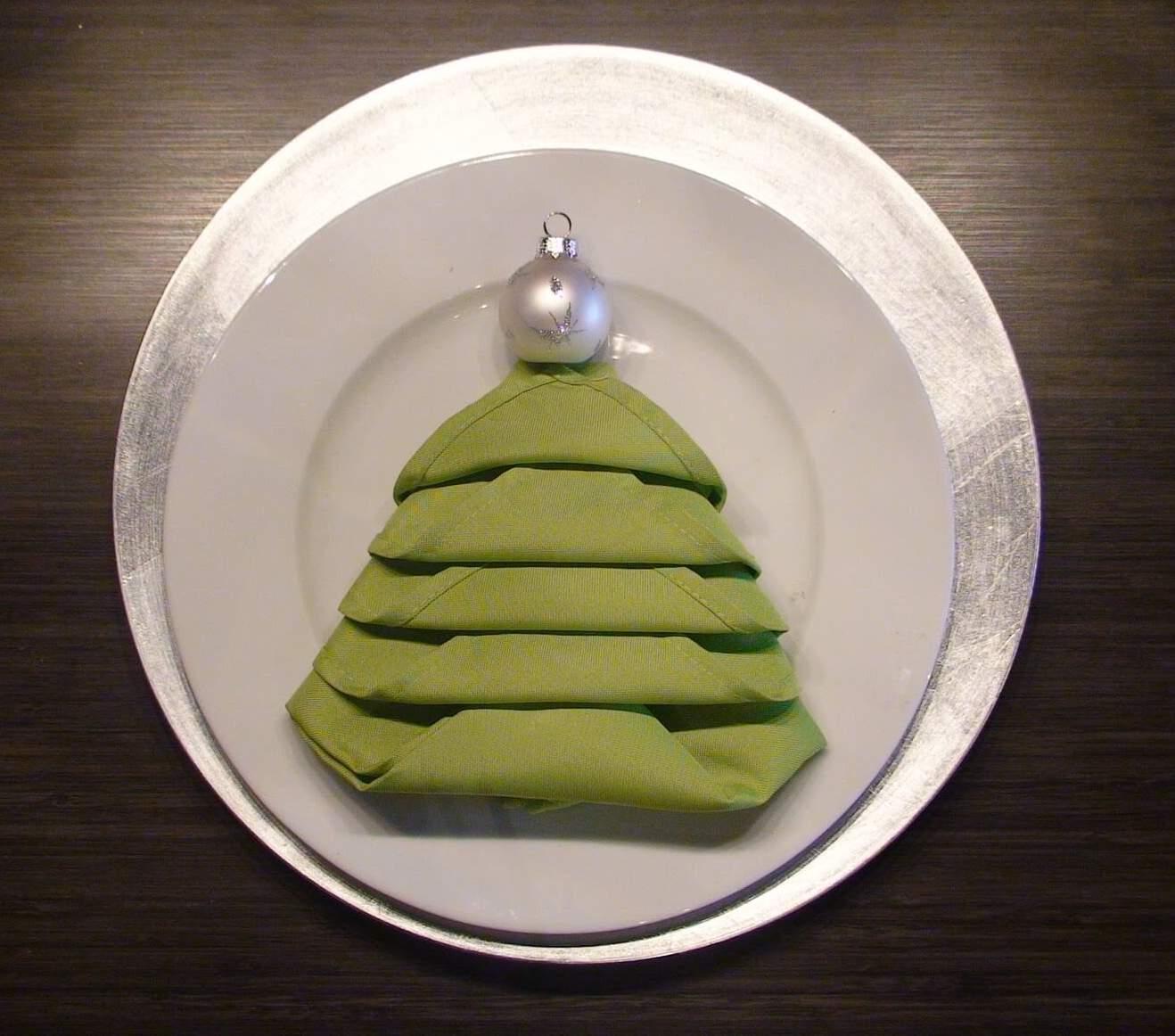 Christmas Tree Napkin Pattern: How To Make Christmas Tree Napkin Fold